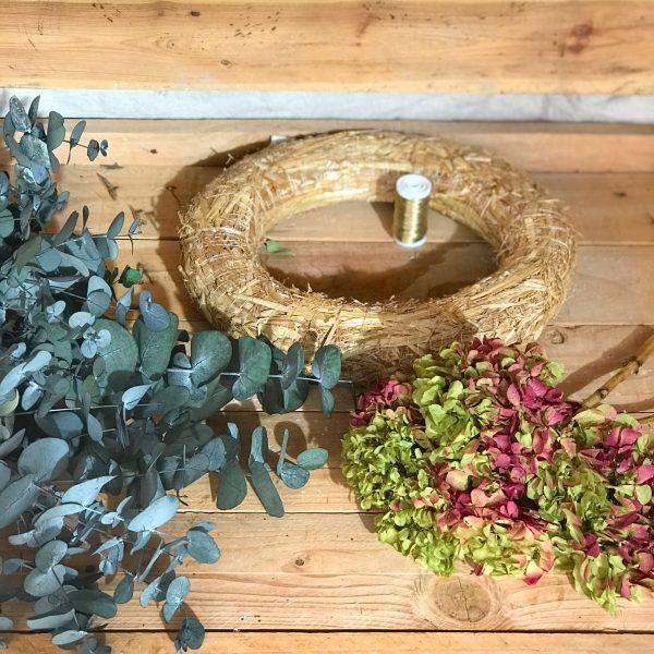 Crea tu propia corona preservada verde y frambuesa
