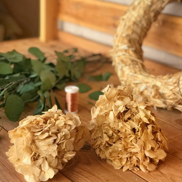 Crea tu propia corona preservada hortensias color hueso