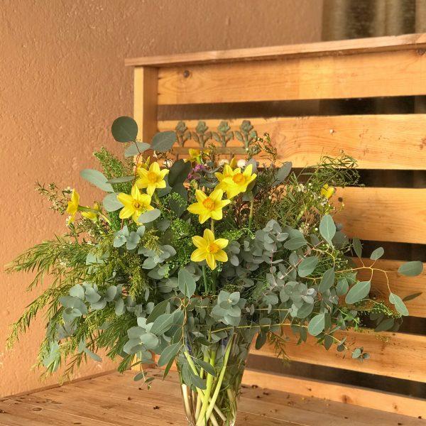 Jarrón narcisos amarillos